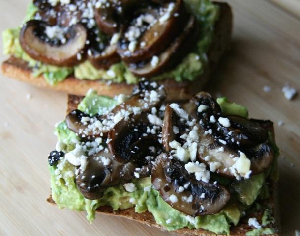 champignons-avocat-toats-healthylife-fitskeen